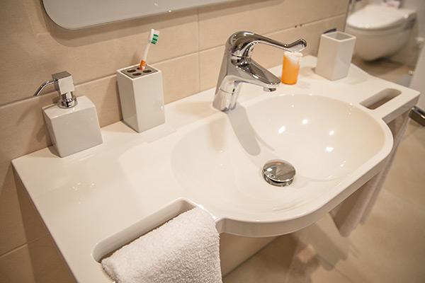 Altersgerechte Badewanne Mit Dusche : Barrierefreies Bad - So wird Ihr ...